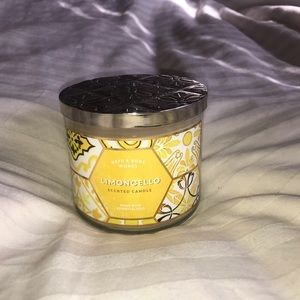 Limoncello candle from Bath & Body Works 🍋